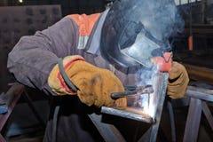 Welder in workshop conditions sample weld from sheet metal to un Stock Photo