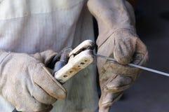 WelderWelding Sparks stål i fabrik Royaltyfri Fotografi