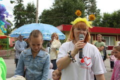 Welfare. Festival, Elena Petrova (right) - president of the Foundation for Children with blood cancer Fund Alena Petrova in city garden, July 25, 2009 in Tomsk Stock Photo