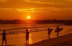 Weligama海滩浪漫风景与惊人的日落的 图库摄影
