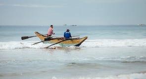 """Weligama, †dello Sri Lanka """"21 dicembre 2017: Pescatori che restituiscono h Fotografie Stock"""