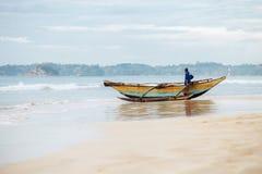 Weligama, Sri Lanka †'Grudzień 21, 2017: Samotny rybaka resti Fotografia Royalty Free