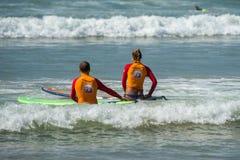 WELIGAMA, SRI LANKA - JANUARY 09 2017: Unidentified couple surfi Royalty Free Stock Photos