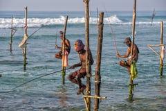 WELIGAMA, SRI LANKA - 11 JANVIER 2017 : Pêcheur local non identifié Photographie stock libre de droits