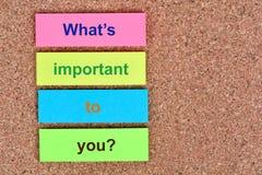 Welke ` s belangrijk voor u op nota's vraag stock afbeeldingen