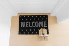 Welkom huis op zwarte mat Royalty-vrije Stock Afbeelding