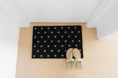 Welkom huis op zwarte mat Royalty-vrije Stock Foto's