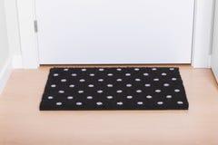 Welkom huis op zwarte mat Royalty-vrije Stock Afbeeldingen