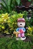 Welkom meisjespop in de tuin Royalty-vrije Stock Afbeeldingen