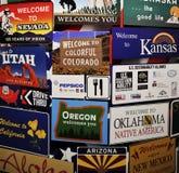 Welkom platen van de belangrijkste Amerikaanse staten in één enkel paneel Nevada, Utah, Nebraska, Oregon, Idaho, Californië, Kans stock foto's