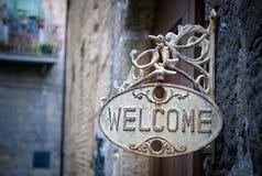 Welkom teken op logboekhuis Stock Foto's