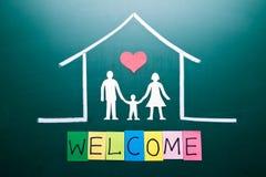 Welkom woord en Familie binnenshuis Stock Foto's