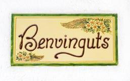 Welkom woorden in Catalaan op ceramisch Stock Foto's