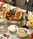 Well dekorujący stół z jedzeniem zdjęcia royalty free