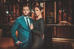 Well-dressed couple in luxury apartment  interior. Stock Images