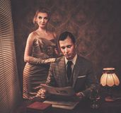 Well-dressed retro style couple Royalty Free Stock Photos
