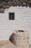 well fönster för trullo Arkivfoto