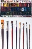 Well rozkazywał paintbrushes i watercolour farby przy projektanta miejscem pracy Fotografia Stock