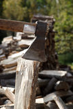 Well used axe on the stump Royalty Free Stock Photography