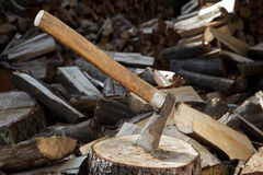 Well used axe on the stump Royalty Free Stock Images