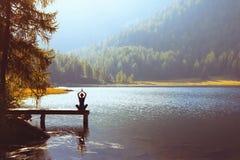Wellbeing och sunt livsstilbegrepp fotografering för bildbyråer