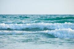 Welle auf dem Strand lizenzfreies stockfoto