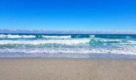 Welle auf Sandstrand Lizenzfreies Stockfoto