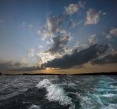 Welle auf Sonnenuntergang Lizenzfreies Stockbild