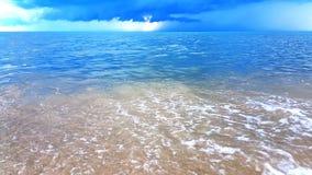 Welle des Meeres auf dem Sandstrand Lizenzfreies Stockbild
