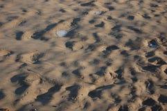 Welle geplätscherter Sand Lizenzfreie Stockfotografie