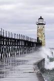 Welle getränkter Pier Stockbilder