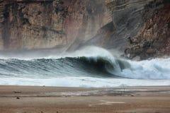 Welle an Nazaré-Strand stockfoto