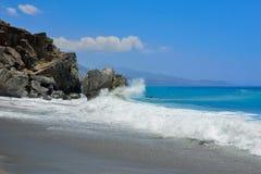 Welle und Felsen Lizenzfreie Stockbilder
