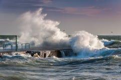 Welle und Meer in Italien lizenzfreie stockfotos