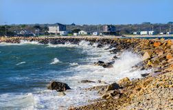 Wellen-Abbruchs-steiniger Strand Westport-Punkt Massachusetts Stockfotos