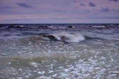 Wellen auf dem Baikalsee Lizenzfreie Stockbilder