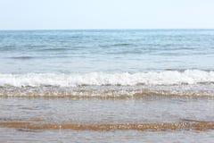 Wellen auf dem Strand Stockfotos