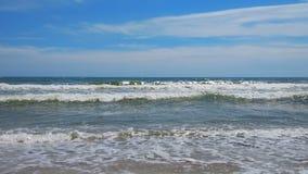 Wellen auf dem Strand stock video footage