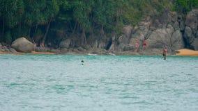 Wellen auf dem Strand von Nai Harn, Thailand stock video footage