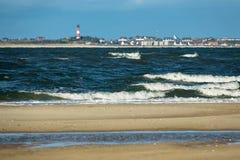 Wellen auf der Nordsee fahren auf die Insel Amrum die Küste entlang Stockfotografie