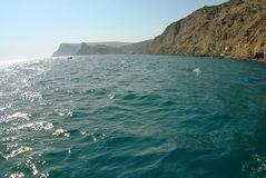 Wellen auf Meerblick im Sonnenlicht Stockfotos