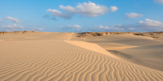 Wellen auf Sanddünen in Chaves setzen Praia de Chaves in Boavist auf den Strand Stockbilder