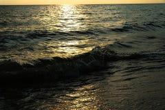 Wellen auf weißem Sandstrand Koh Chang Trat thailand Lizenzfreie Stockbilder