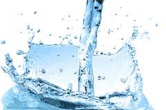 Wellen-Auszugshintergrund des blauen Wassers Stockfoto