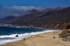 Wellen bei Big Sur Kalifornien Stockfoto