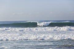 Wellen-Blau-Küstenlinie Stockfoto