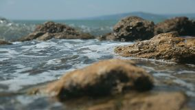 Wellen an der Küste stock video footage