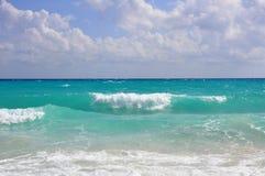 Wellen an der Küste. Stockfotos