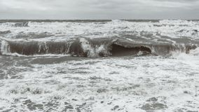 Wellen in der Ostsee stockbilder