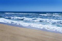 Wellen des blauen Himmels und des Blaus Lizenzfreie Stockfotos